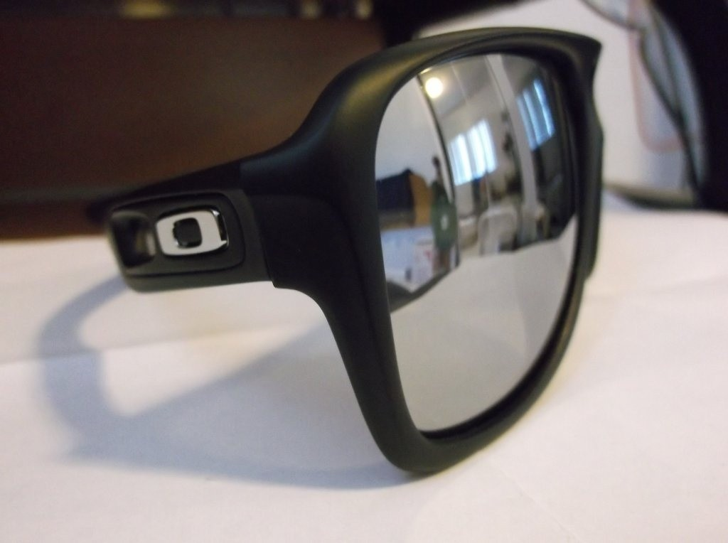dispatch 2 with chrome iridium lens and icons with matte black frame