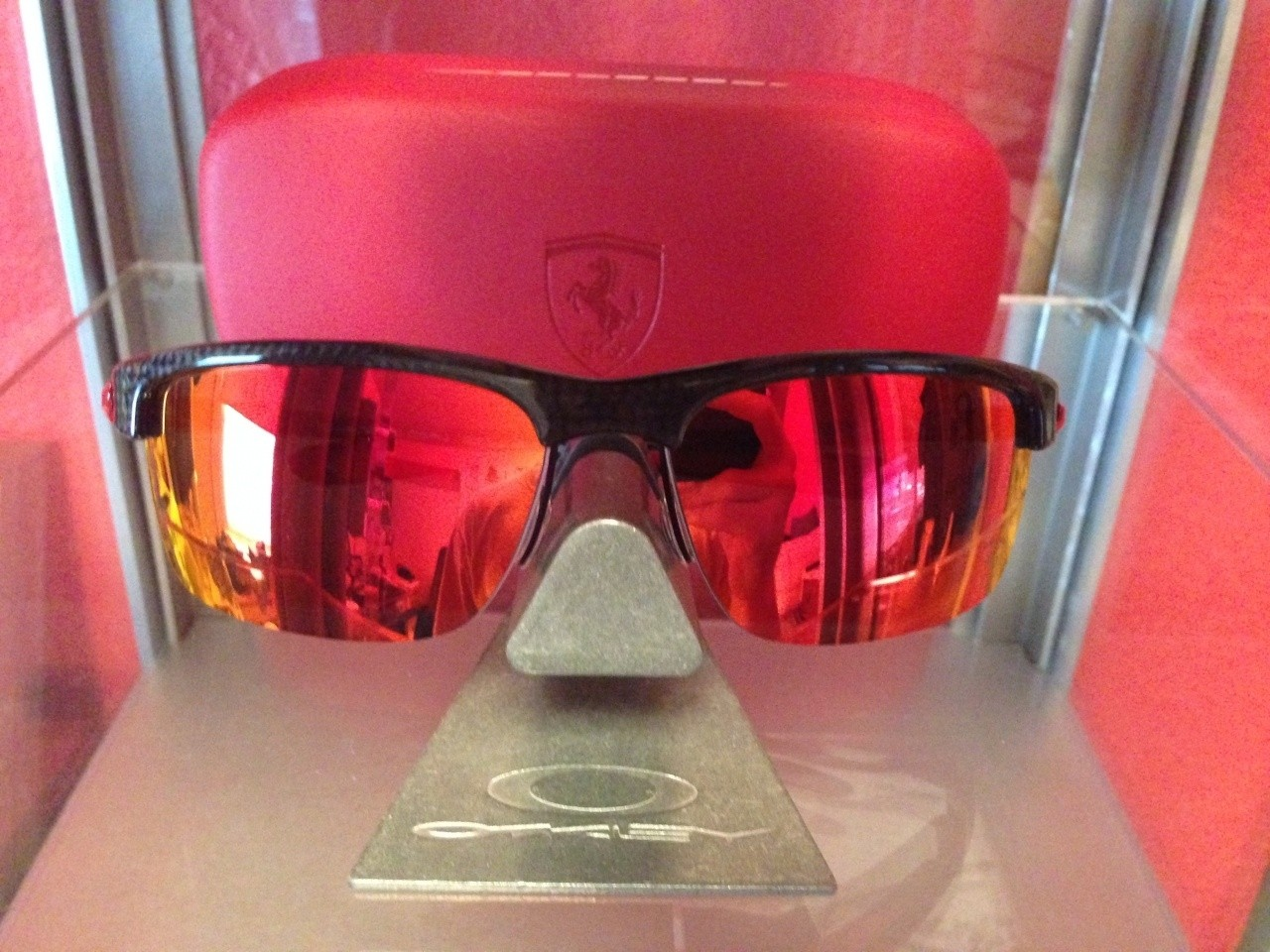Ferrari Carbon Blade with Ferrari case.