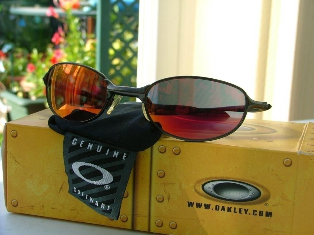 Oakley E-Wire 2.1 Black/Ruby Iridium.