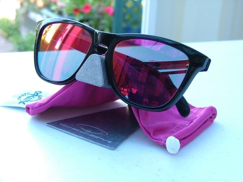 Oakley Frogskin Polished Black/Ruby Iridium.