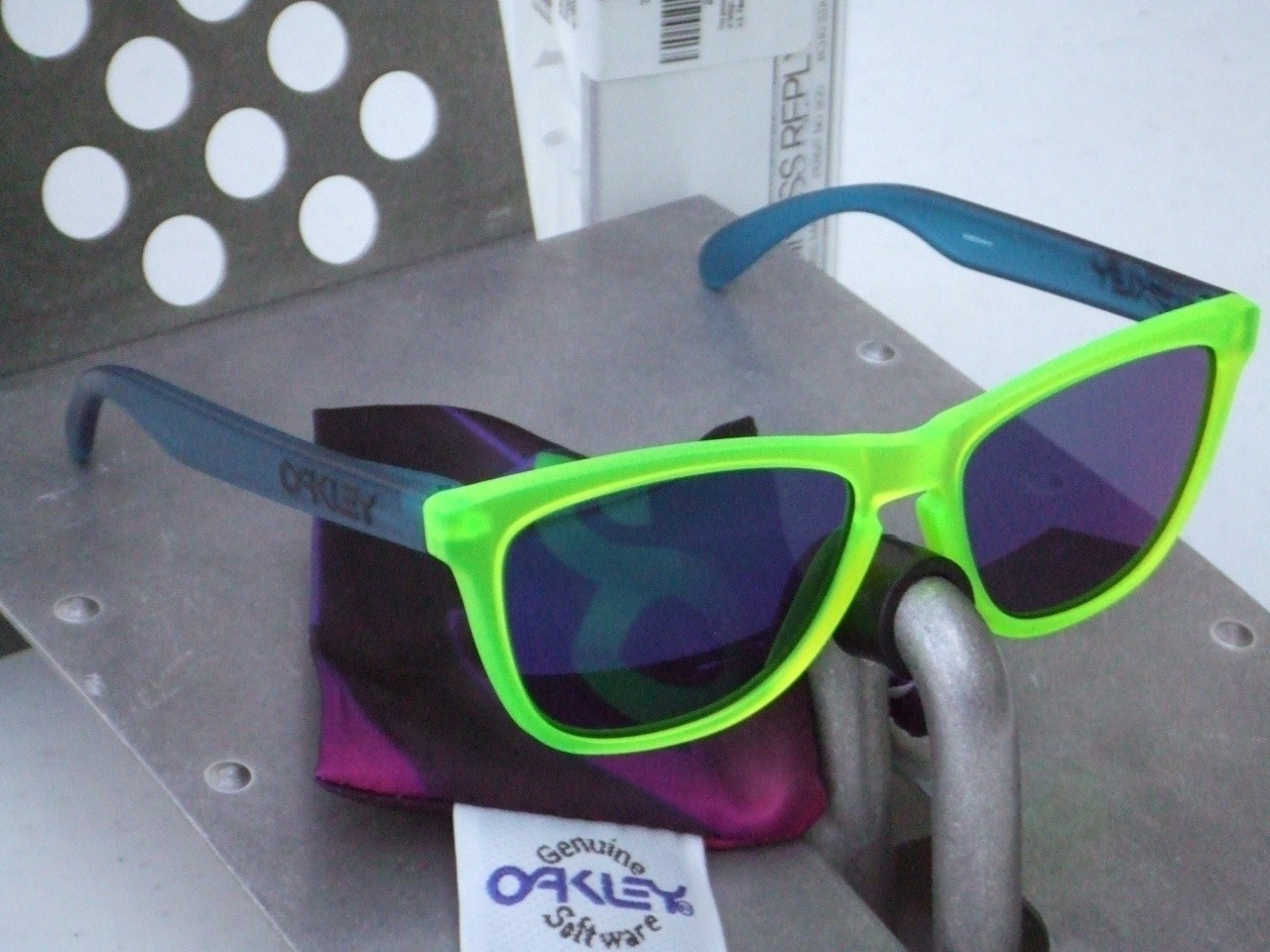 Collectors Frogskins Blacklights Green-Blue/Blue Iridium.
