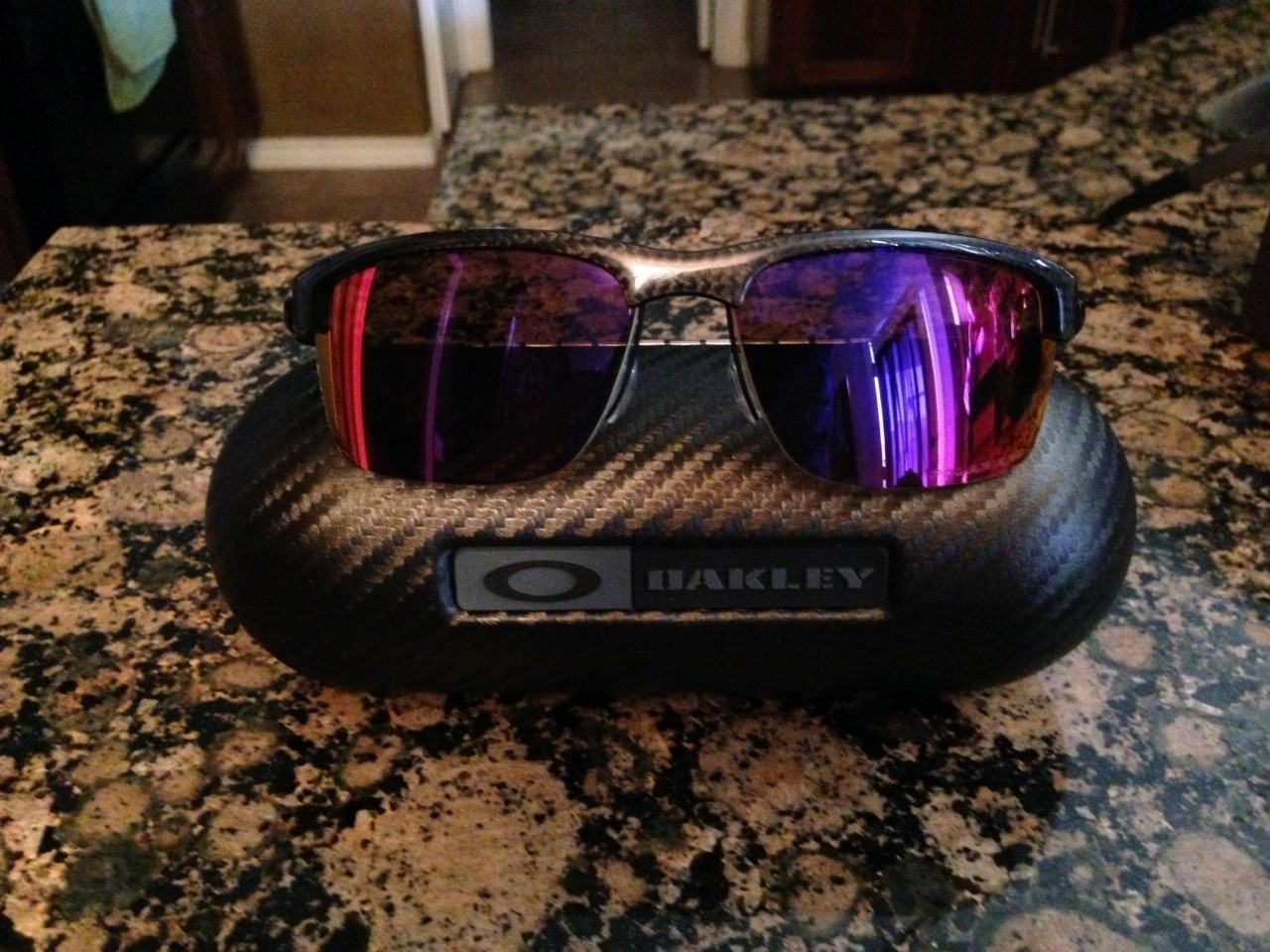 Oakley Carbon Blade - OO red iridium polarized lens with included case