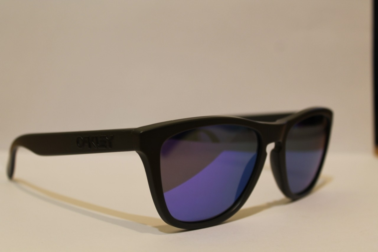 Oakley Frogskins Infinite Hero Collection (Carbon Frame with Violet Iridium lenses)