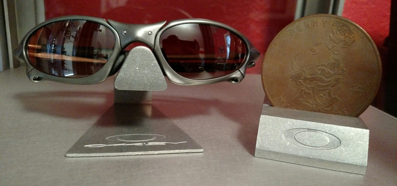 Titanium frame with VR28 Black Iridium lens.