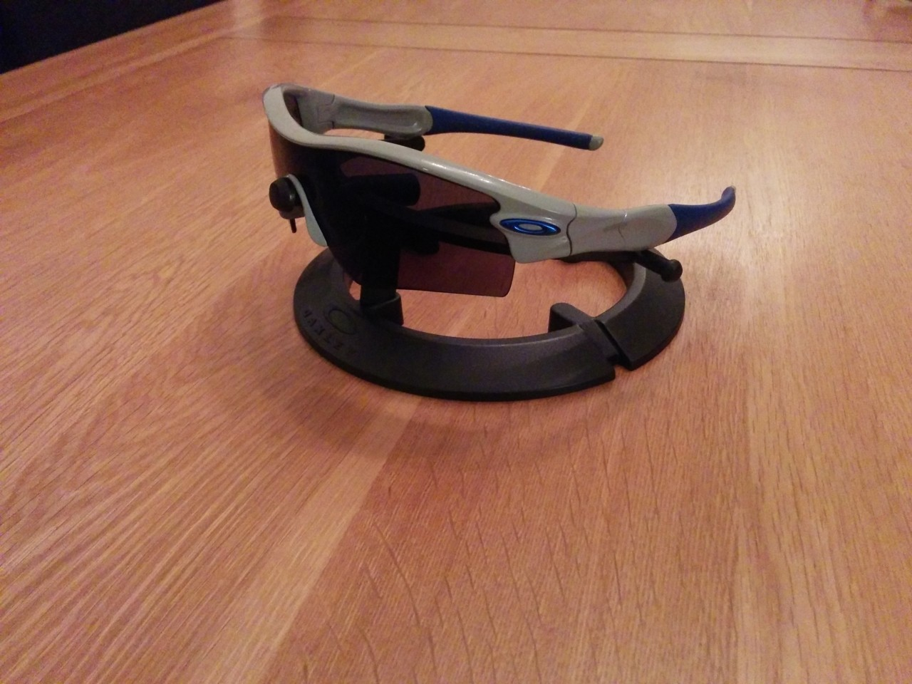 Gloss Grey straight arm with ice blue lens