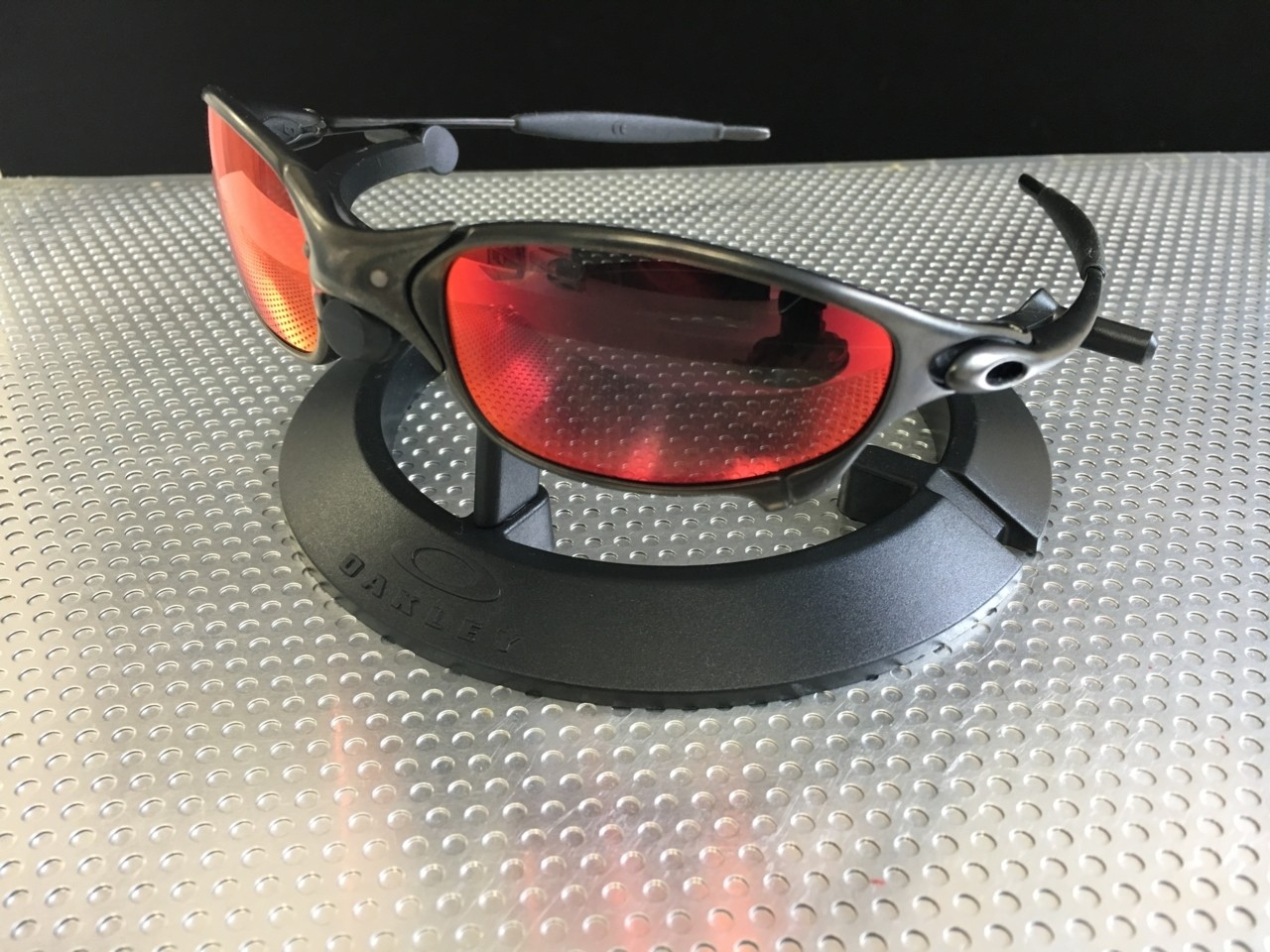 Juliet Carbon/Linegear Red Mirror polarized.